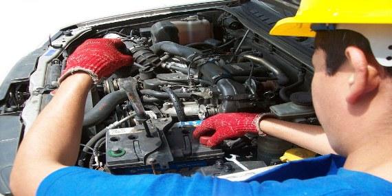 ¿Cómo reparar la batería de un automóvil?