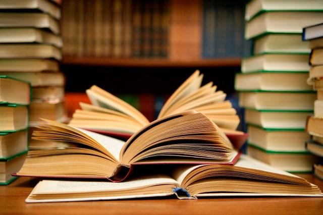 Cómo restaurar un libro dañado