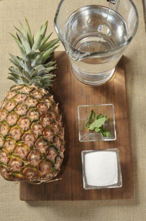 Cómo preparar agua fresca de hierbabuena y piña