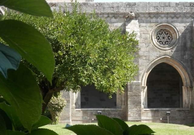 claustro catedral evora portugal
