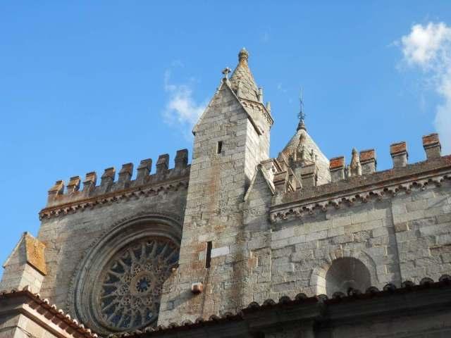 lateral catedral evora portugal