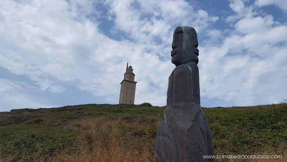 vistas de la torre de hercules y monumento