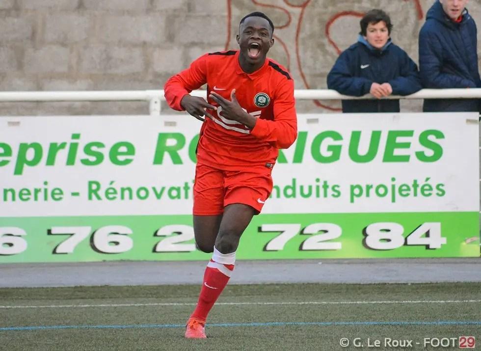 Rafiki Saïd, Rafiki Saïd signe son premier contrat pro avec le Stade Brestois