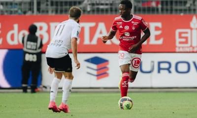 Warmed Omari, Les débuts en Ligue 1 des jeunes Rafiki Saïd et Warmed Omari, Comoros Football 269 | Portail du football comorien