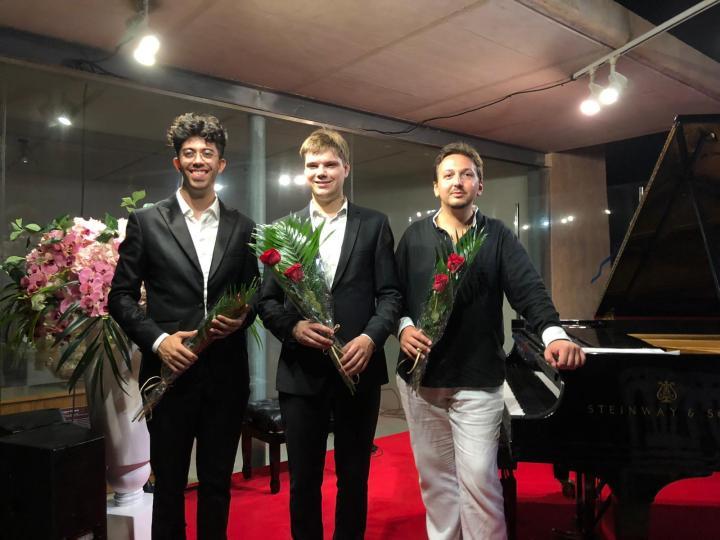 los-tres-pianistas