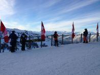 Bandeiras do Canadá em Whistler - Topo da Montanha da Estação - Foto Nathalia Molina @ComoViaja