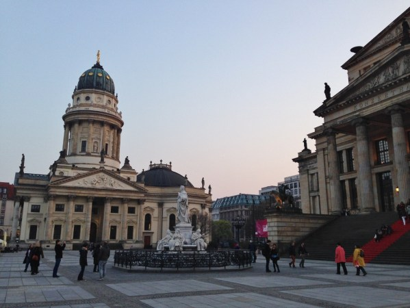 Berlim Gendarmenmarkt Alemanha Viagem - Foto Nathalia Molina @ComoViaja