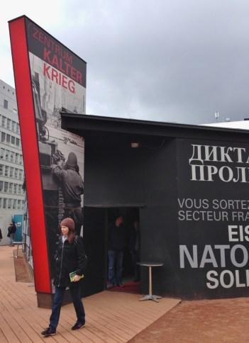 Berlim Guerra Fria Checkpoint Charlie Zentrum Kalter Krieg Alemanha Viagem - Foto Nathalia Molina @ComoViaja