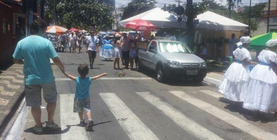RUAS AINDA TRANQUILAS, PELA MANHÃ