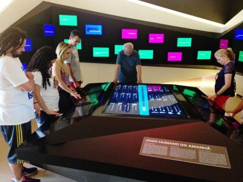 jogo-interativo-museu-do-amanha-rio-de-janeiro-foto-nathalia-molina-comoviaja