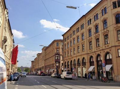 maximiliamstrasse-rua-de-boutiques-de-luxo-compras-em-munique-na-alemanha-foto-nathalia-molina-comoviaja