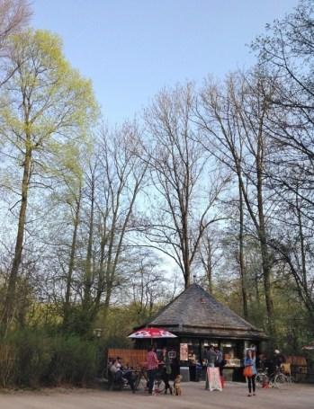 parque-em-munique-jardim-ingles-englischer-garten-alemanha-foto-nathalia-molina-comoviaja