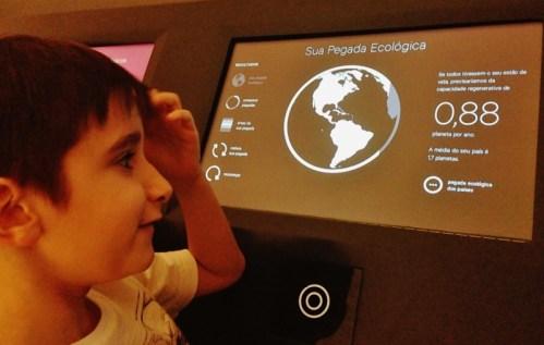 pegada-ecologica-jogo-interativo-museu-do-amanha-rio-de-janeiro-foto-nathalia-molina-comoviaja