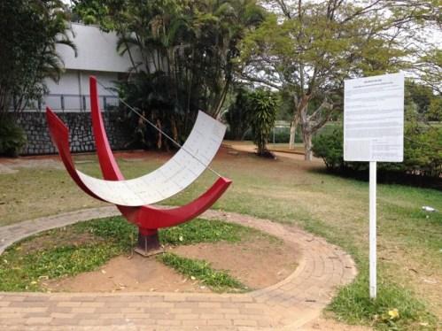 relogio-de-sol-no-parque-do-ibirapuera-em-sao-paulo-perto-do-planetario-foto-nathalia-molina