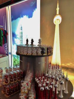 Souvenir de Berlim Torre de TV e Urso Alemanha Viagem - Foto Nathalia Molina @ComoViaja