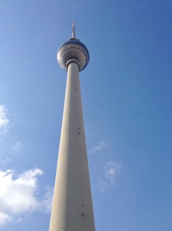 Torre de TV, Berlim, Alexanderplatz, Alemanha -Foto Nathalia Molina @ComoViaja (951x1280)