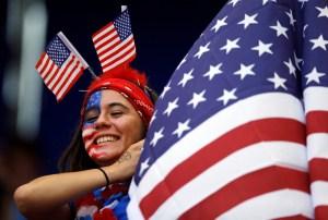 Kurs dolara umacnia się, gdy 2,5 mln Amerykanów wróciło do pracy
