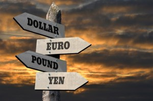 Kursy walut. Nordea aktualizuje prognozy dla dolara, euro, funta, franka, jena i walut z Antypodów
