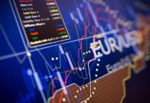 Napis eur/usd na tle wykresu