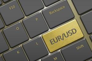 Kursy walut. Dolar czeka na ważne dane z FOMC, euro na PKB