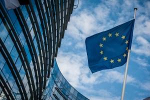 Kurs euro notowany w poniedziałek po 4,55 PLN. Co dalej z parą?