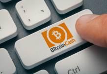 Logo Bitcoin Cash na klawiaturze komputera