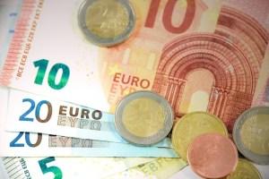 Notowania euro podbijają do zakresu 4,55 PLN. Rynek EUR/PLN z celem 4,58 PLN