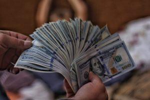 Kursy walut. Euro ze wzrostami, a dolar, funt i frank bez zmian
