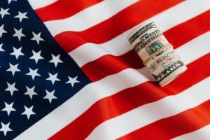 Kurs dolara spada do 3,73 PLN. USD/PLN może pozostawać w negatywnym terytorium