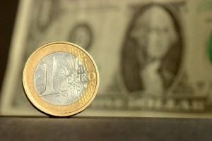Kurs euro po 1,23 USD na koniec roku. ING rewiduje prognozę z 1,28 USD