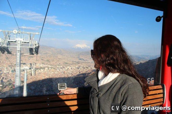Descendo a linha vermelha do teleférico de La Paz na volta de Tiwanaku