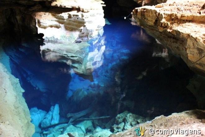 O Poço Azul tem de 4 a 21 metros de profundidade