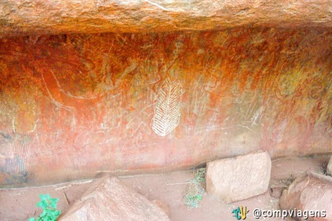 Caverna do ensino com pinturas rupestres no Mala Walk