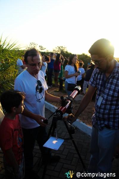 Grupo de pesquisadores levou telescópio para visitantes do Parque observarem o eclipse
