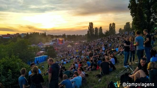 Pôr do sol no Mauerpark durante o Fête de la Musique 2017