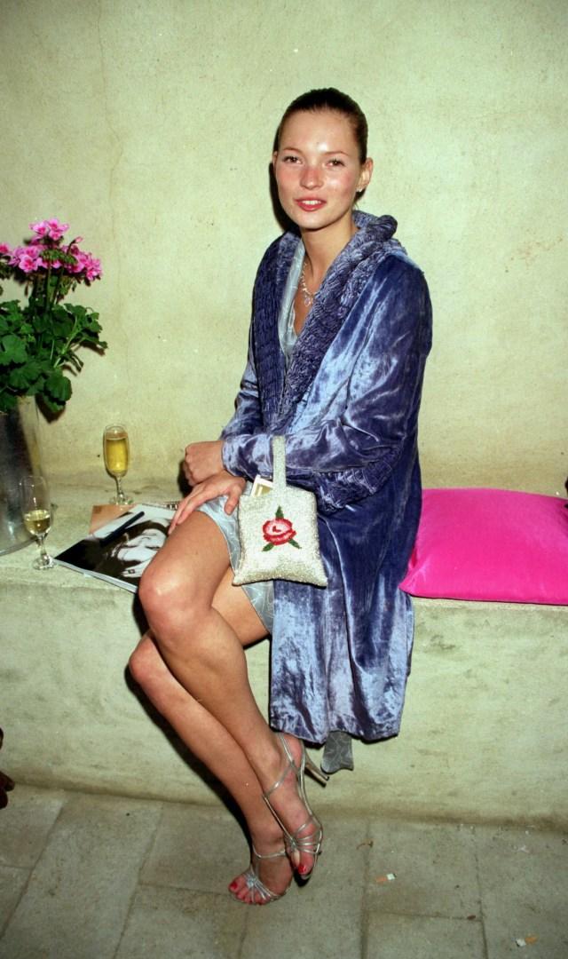 Kate Moss a una festa di Vogue alla Lisson Gallery di Londra, maggio 1998