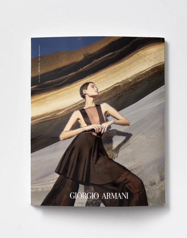 Stefano Arienti (retro) Senza titolo, 2020 traforatura su copertina Courtesy l'artista e Studio SALES di Norberto Ruggeri, Roma