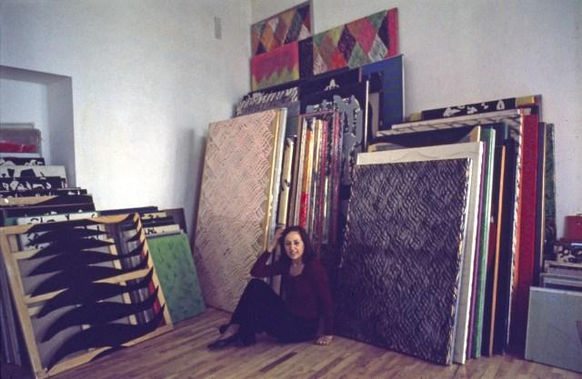 Carla Accardi nel suo studio, a Roma