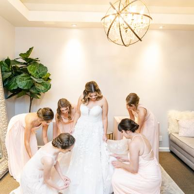 7 Essential Tips for Getting Ready at Your Venue on Your Wedding Day