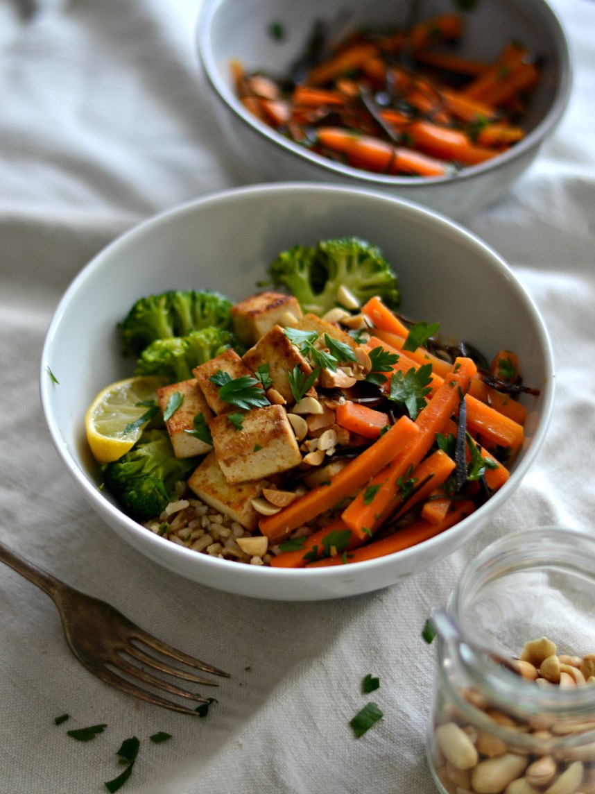 carrot arame salad with tofu, broccoli and brown rice bowl5