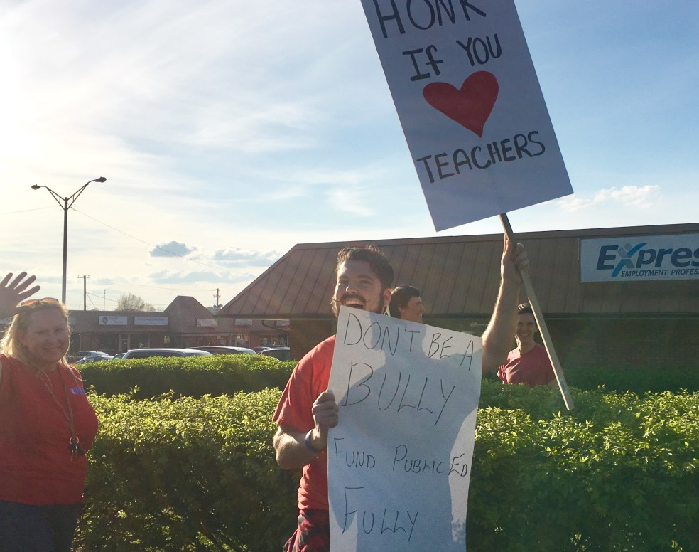 Teachers protest vouchers