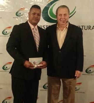 BARAHONA: Jimmy Manuel Cuevas recibe premio