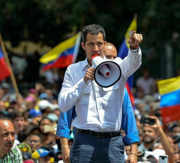 Guaidó lidera protestas por apagón del que el chavismo le hace responsable