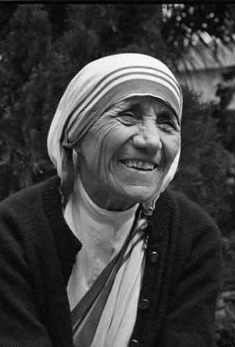 How to find happiness_Mother Teresa_smile_completed_thoughts