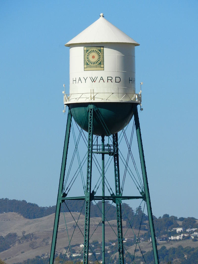 800px-Hayward_water_tower,_California