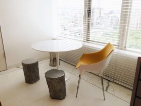 s-hotel-room-dining-table