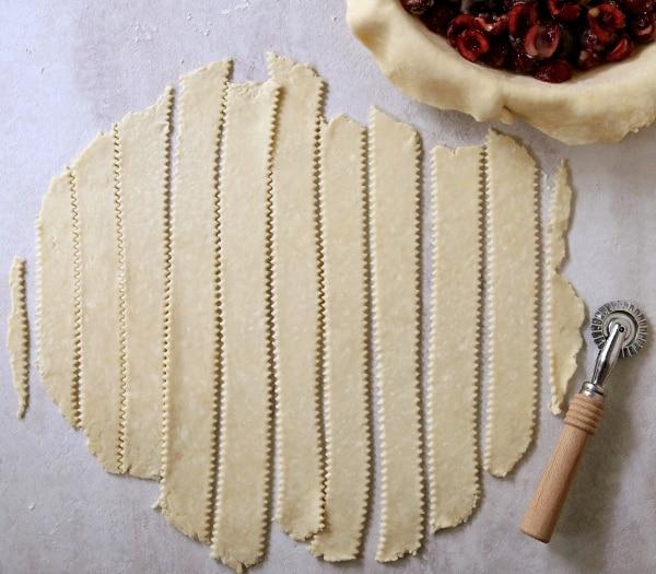 How to make a lattice pie crust | completelydelicious.com