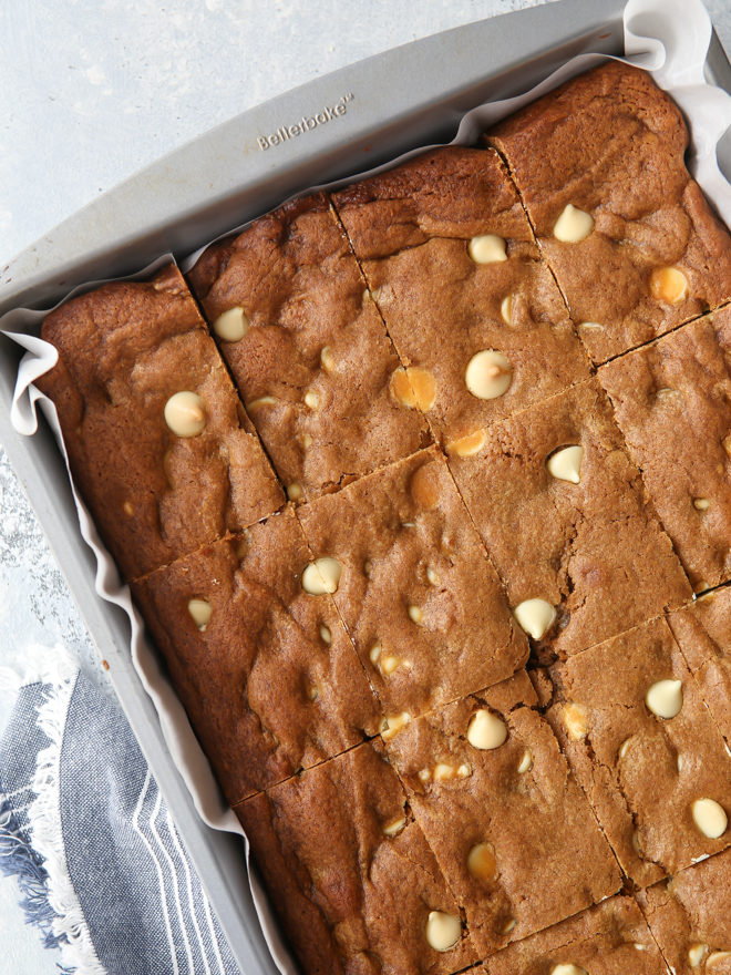 These blondies are filled with molasses, white chocolate chips and scented with warm spices like cinnamon, cloves, and ginger.