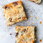 "7 ingredients are all you need to make these ""magical"" cookie bars!"