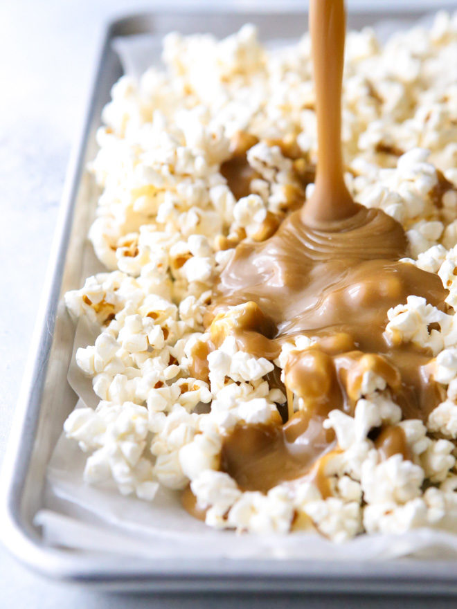 Making chewy caramel popcorn